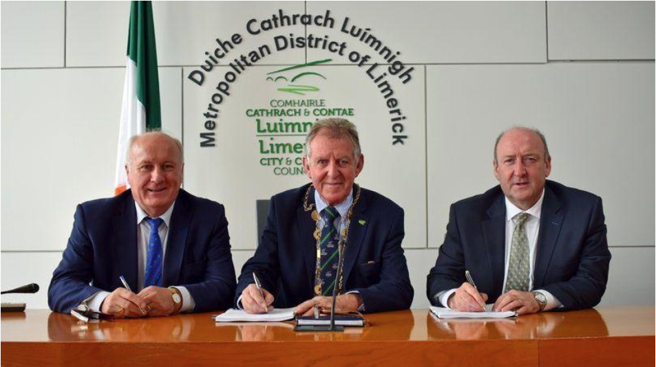 Albert Conneally, Mayor Michael Sheahan and Dr Pat Daly, Chief Executive of Limerick City and County Council.